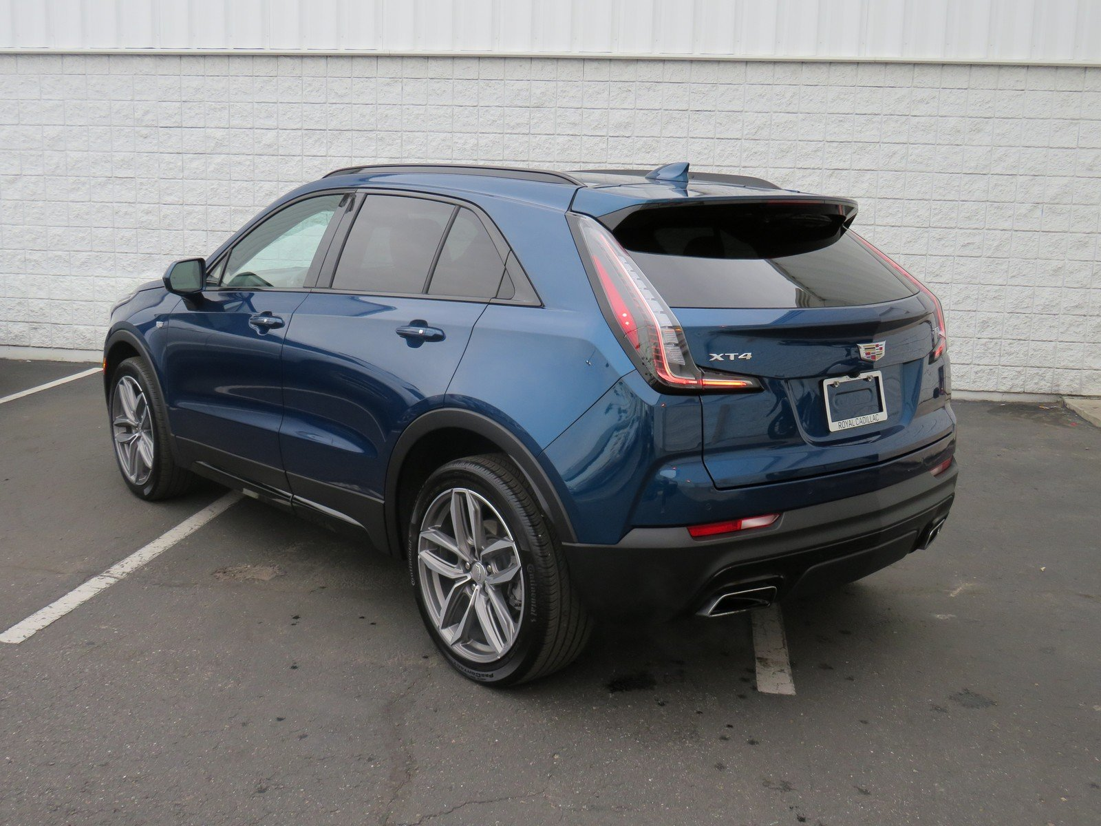 Pre-Owned 2019 Cadillac XT4 FWD Sport