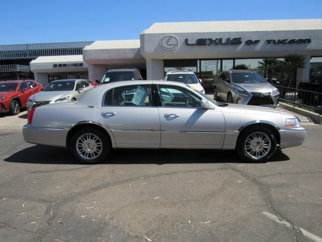 Pre-Owned 2008 Lincoln Town Car Limited
