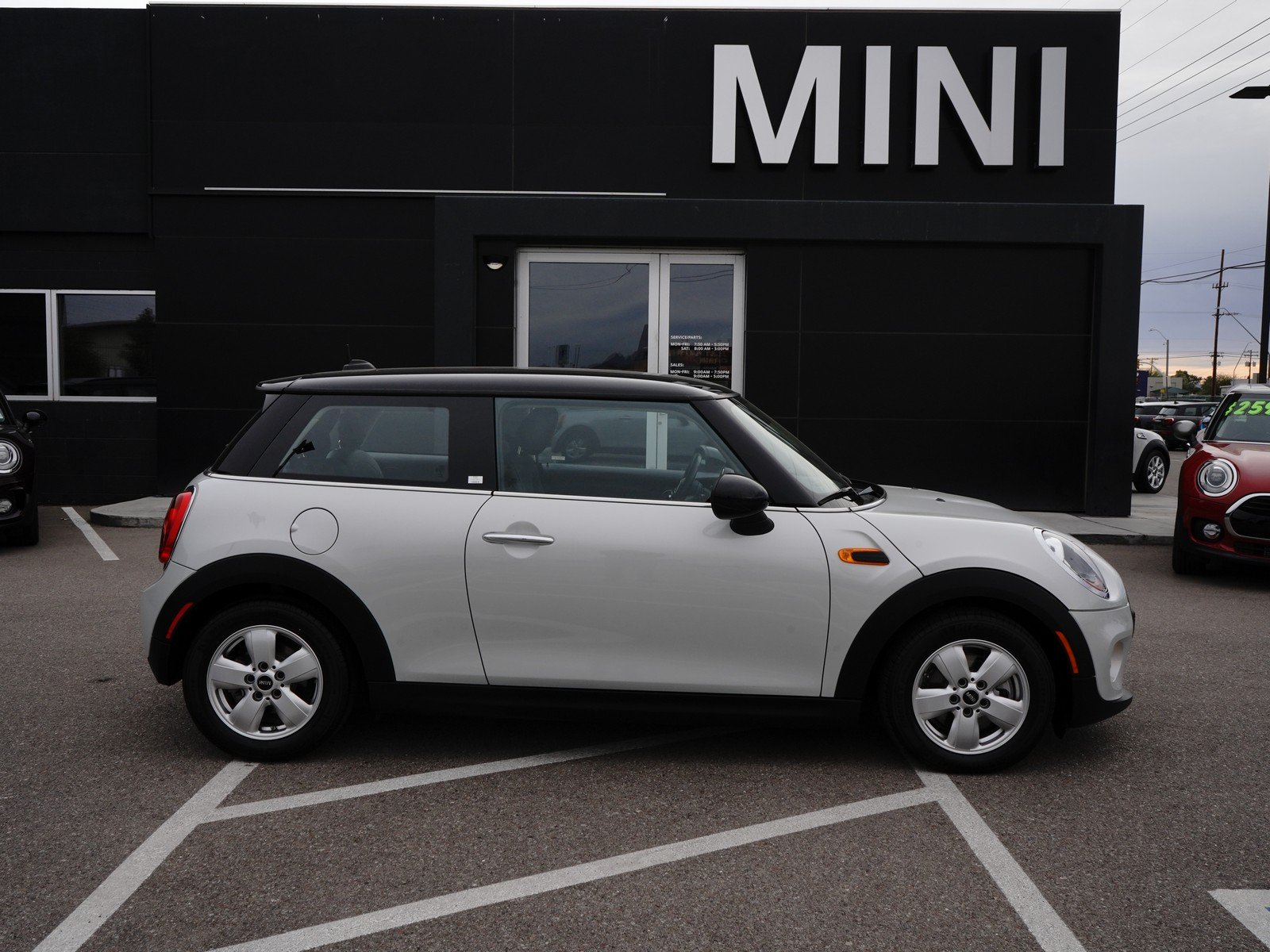 Pre-Owned 2017 MINI Hardtop 2 Door Cooper